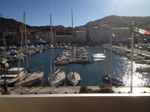 Hotel Sur Le Quai PortVendres Book Your Hotel With ViaMichelin - Hotel sur le quai port vendres