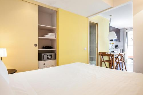 Inside Barcelona Apartments Esparteria photo 41
