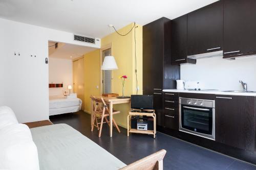 Inside Barcelona Apartments Esparteria photo 42