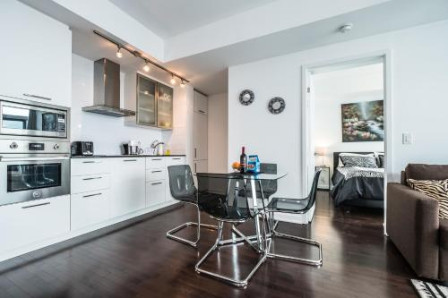 Bright Condo With A Stunning View (downtown Toronto) - Toronto, ON M5J 0B1