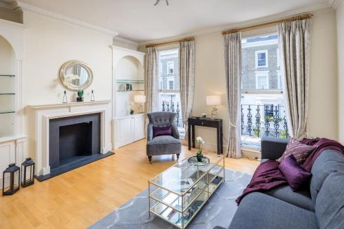 Elegant 3 Bed House In The Heart Of Chelsea