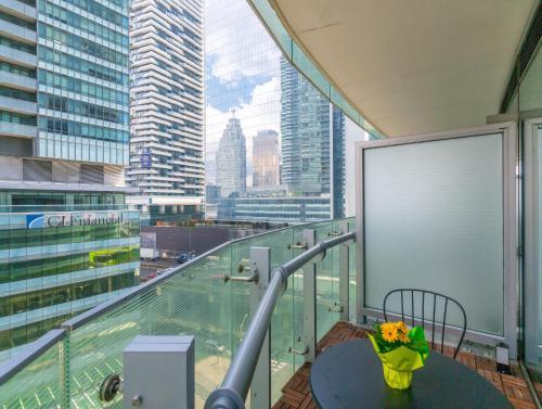 Noel Suites - York And Lakeshore - Toronto, ON M5J 0B1