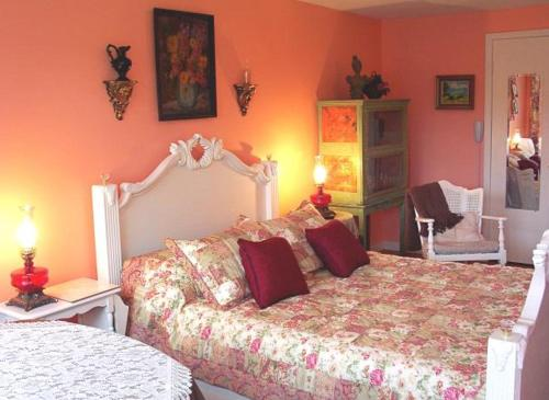 The Queen Anne House Bed And Breakfast - Harrison, AR 72601