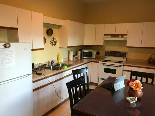 Mountain View Two Bedroom Suite - Chilliwack, BC V2R 4A1