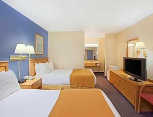 Days Inn & Suites-Mackinaw City-Bridgeview Lodge Photo