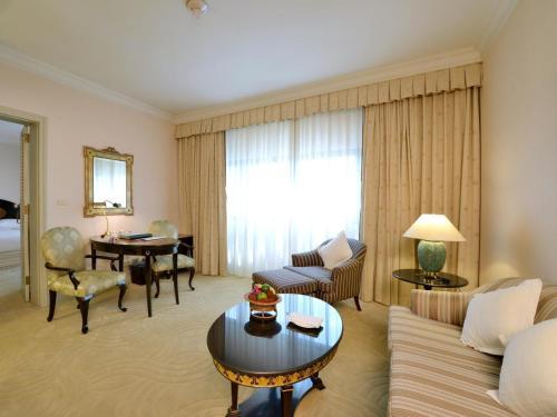 Evergreen Laurel Hotel Sathorn Bangkok photo 42