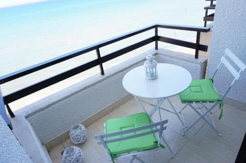 Lazuli Beachfront Apartment 405