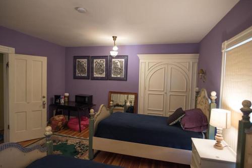 Historic Victorian Two Bedroom Apartment - Colorado Springs, CO 80907