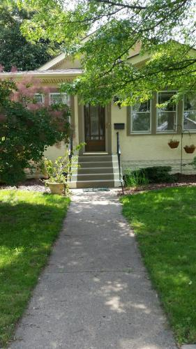 Private Room And Bath In Charming Bungalow - Minneapolis, MN 55406