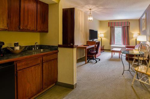 Quality Suites Altavista – Lynchburg South Photo