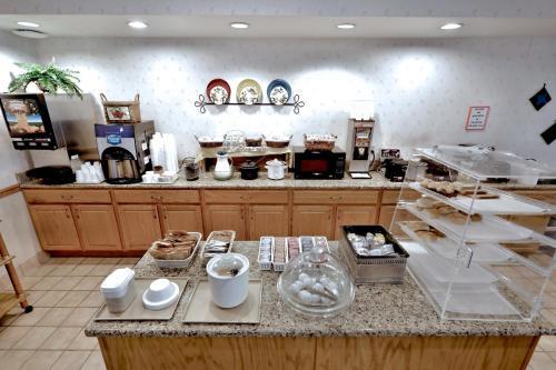 Lancaster Inn & Suites Photo