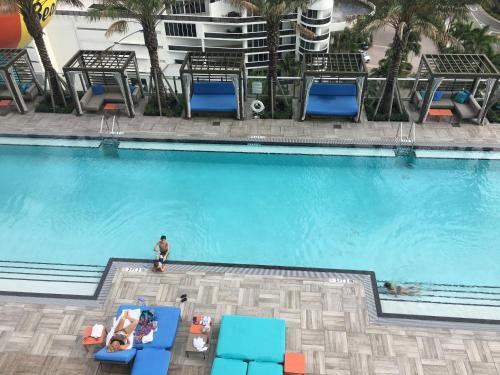 Upscale 1 Bed Oceanview Apartment - Hollywood, FL 33019