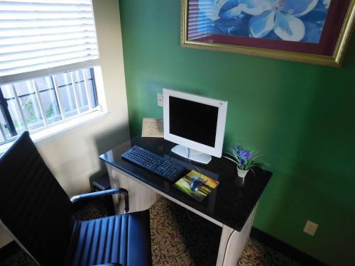 Regency Inn & Suites Beaumont - Beaumont, TX 77701