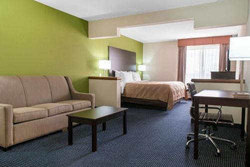 Quality Inn & Suites Anderson Photo