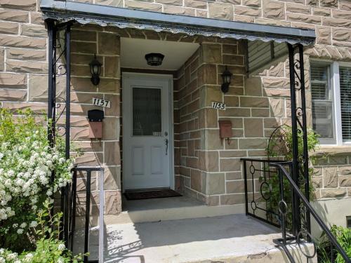 Apartment W/ Free Parking - Ottawa, ON K1Z 7Z3