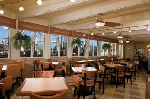 Reges Oceanfront Resort - Wildwood Crest, NJ 08260