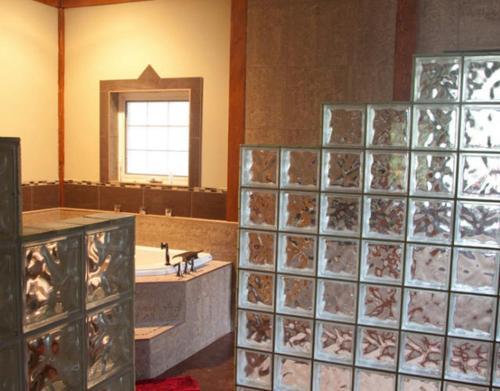 Vanisle Luxury Suites - Ucluelet, BC V0R 3A0