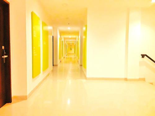 Amaris Hotel Nagoya Hill - Batam photo 20