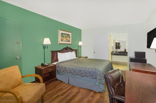 Travelodge By Wyndham Fort Myers North - North Fort Myers, FL 33903