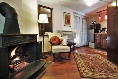 Benton Place Inn - Eureka Springs, AR 72632