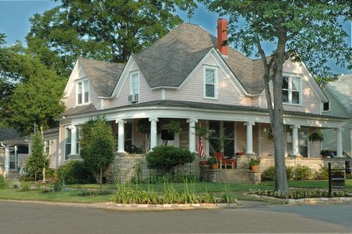 Janssen Park Place Bed & Breakfast - Mena, AR 71953