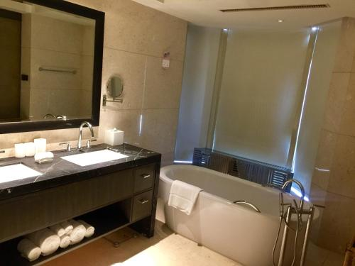The Sandalwood Beijing Marriott Executive Apartments photo 41