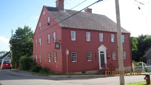 Lennox Tavern B&b - Lunenburg, NS B0J 2C0
