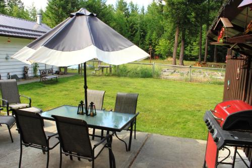 Valley Hideaway Guest House - Clearwater, BC V0E 1N2
