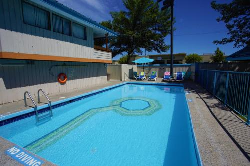 Recreation Inn And Suites - Kelowna, BC V1Y 7V6