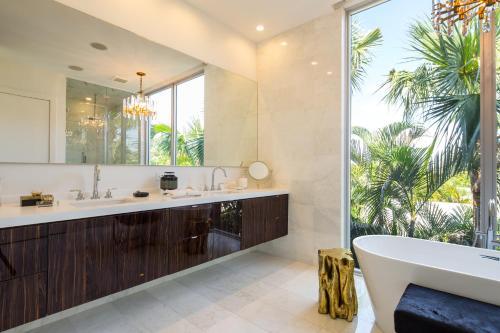 Delray Modern Downtown Beach Oasis - Delray Beach, FL 33483