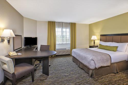 Candlewood Suites Indianapolis Northeast Photo
