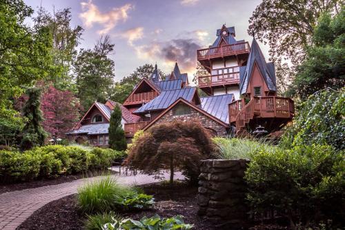 Landoll's Mohican Castle