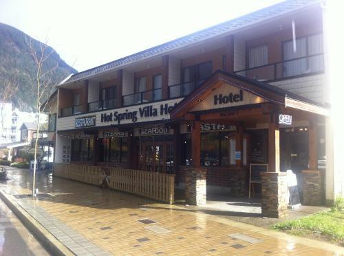 Hot Spring Villa Hotel - Harrison Hot Springs, BC V0M 1K0