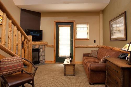 Hope Lake Lodge & Indoor Waterpark Photo