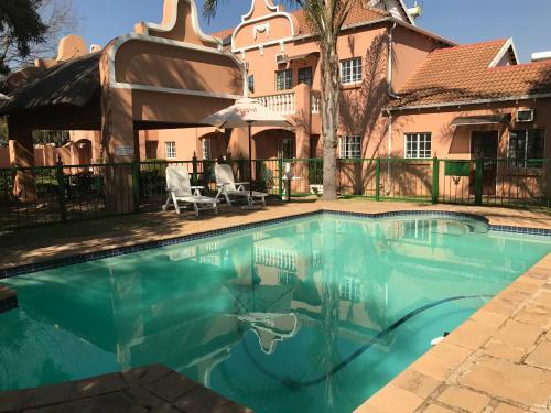 The Elegant Lodge Menlo Park Photo