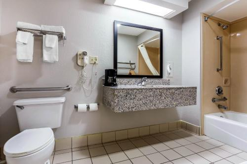 Quality Inn & Suites Mooresville Photo