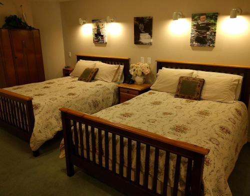 Cedar Wood Lodge Bed & Breakfast Inn Photo
