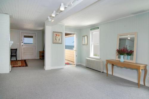 House Bayview Avenue - Niantic, CT 06357