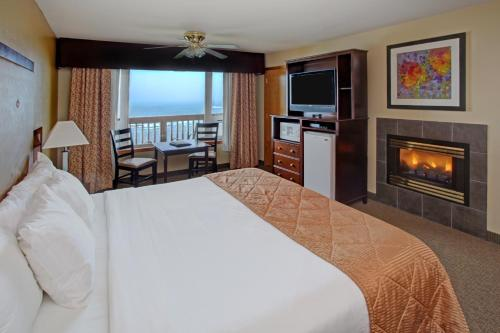 Clarion Inn Surfrider Resort Photo