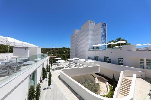 Falconer, 19, 07181 Portals Nous, Spain.