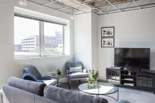 Two-bedroom On Loyola Avenue Apt 505 By Sonder