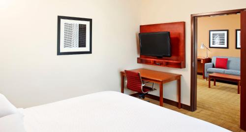 Four Points by Sheraton Houston Hobby Airport photo 11