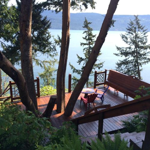 Arbutus Grove Oceanfront Getaway - Cowichan Bay, BC V0R 1N2