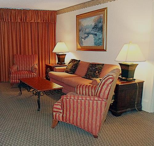 Quail Hollow Resort, A Trademark Collection Hotel Photo