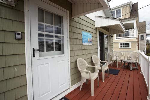 Flip Flop Beach Rentals - Wells, ME 04090