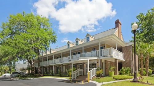 Best Western Plus St. Simons Photo