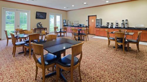Best Western Inn & Suites Cleveland Photo