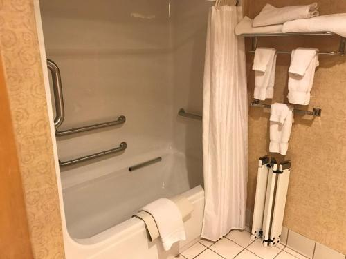 Best Western Plus Revere Inn And Suites - Paradise, PA 17562