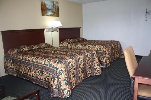 Deluxe Inn Fort Stockton - Fort Stockton, TX 79735