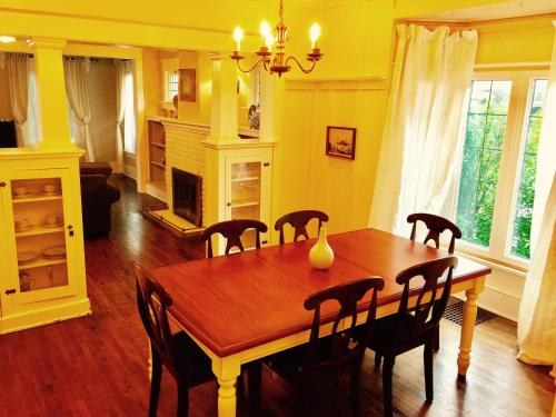 Blue Cedar Century Vacation Home Niagara Falls Ontario - Niagara Falls, ON L2G 2E4